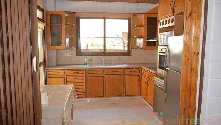 Long-term rent 4 bedroom house